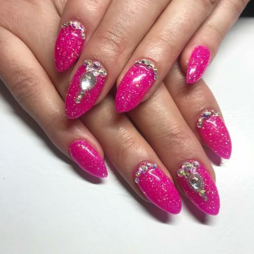 Pinkki timantit
